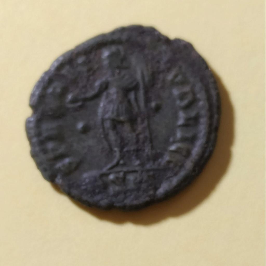AE4 de Constancio II. SPES REI PVBLICE. Emperador a izq. Siscia Img_2063