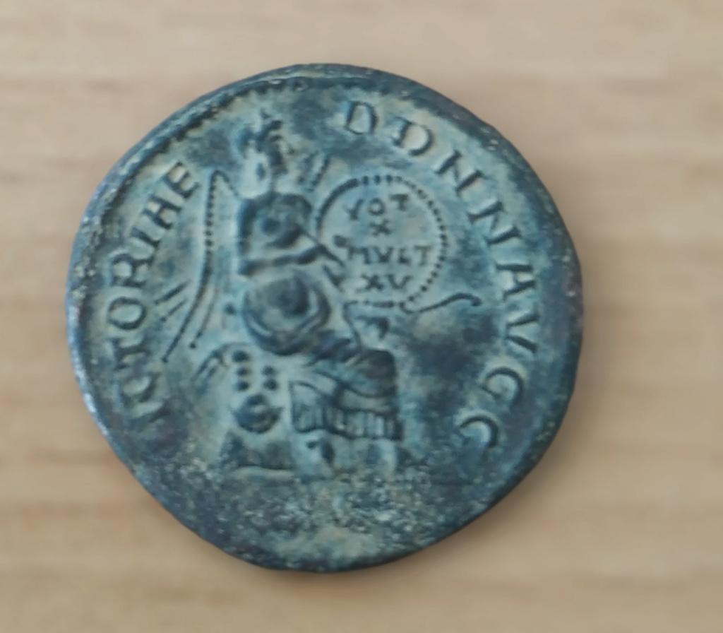 Reproducción moderna en bronce de un medallón de plata de Constante I Img_2117