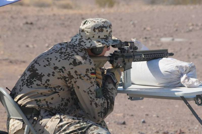 Heckler & Koch Автоматски пушки 416, 417, G28, M27 IAR, G36 - Page 37 Hk416-10