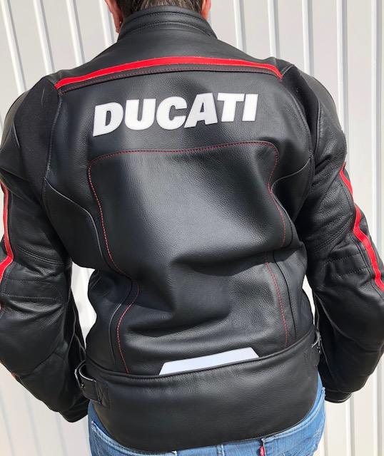 Vends Blouson cuir Ducati Corse Taille 44  Cuir110