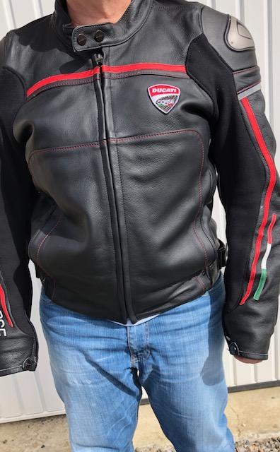Vends Blouson cuir Ducati Corse Taille 44  Cuir210