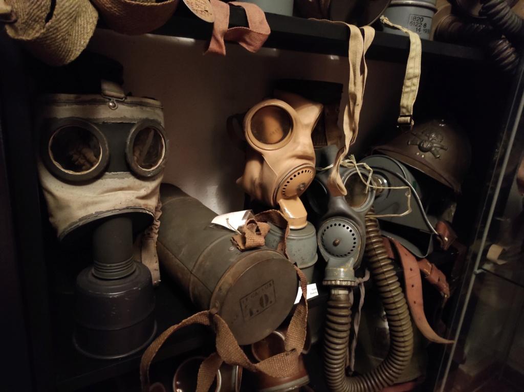 Des masques a gaz Img_2024