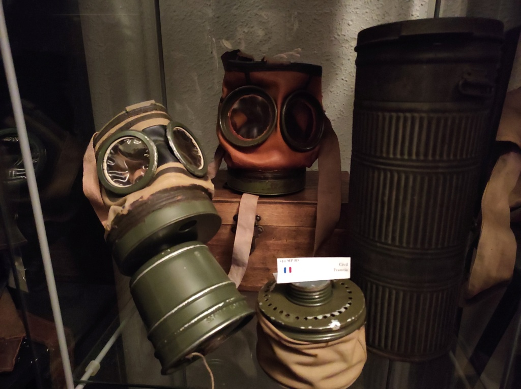 Des masques a gaz Img_2030