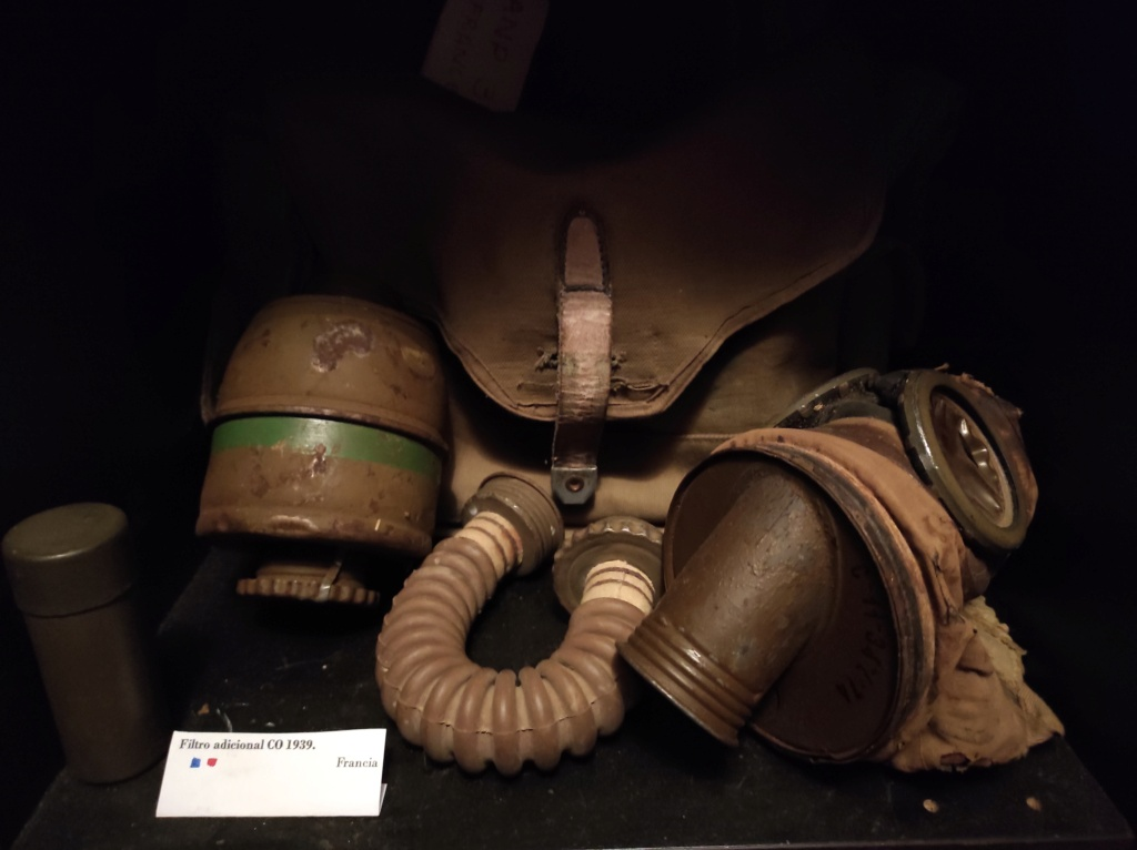 Des masques a gaz Img_2034