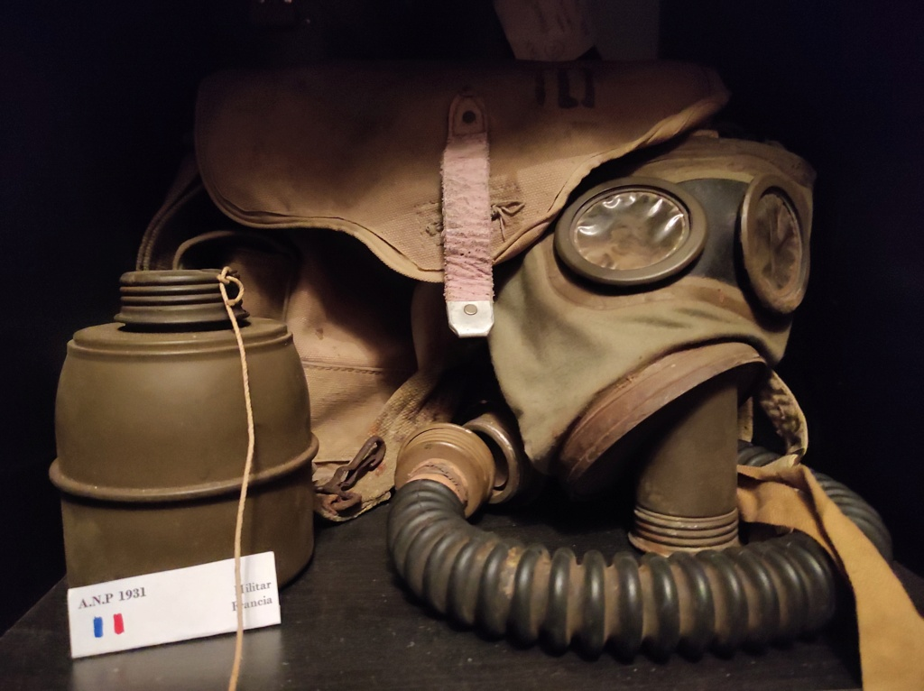 Des masques a gaz Img_2035