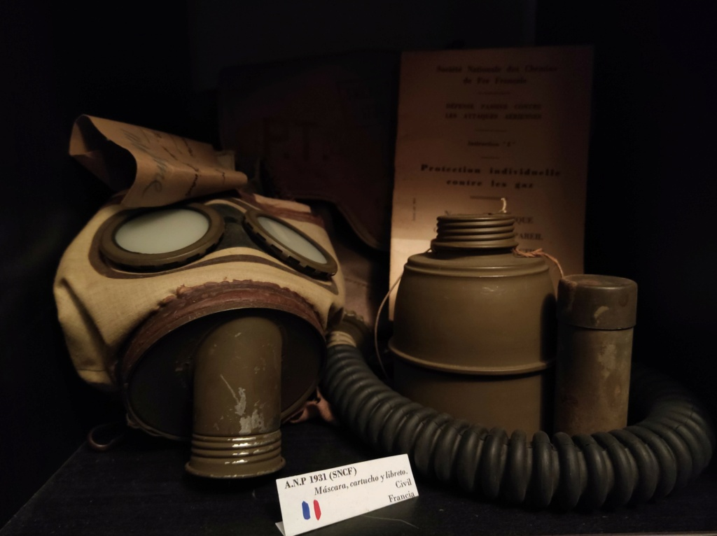 Des masques a gaz Img_2036