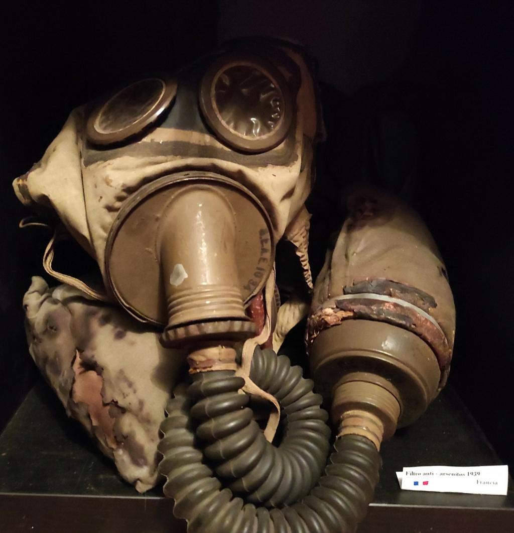 Des masques a gaz Img_2037