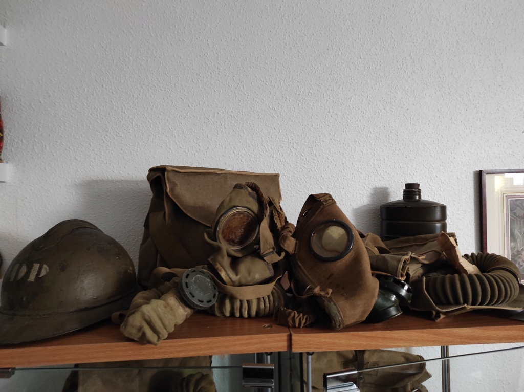 Des masques a gaz Img_2074