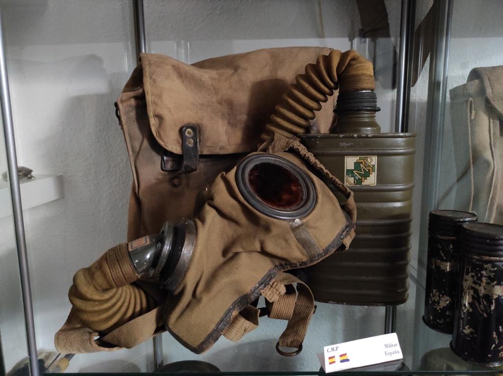 Des masques a gaz Img_2076