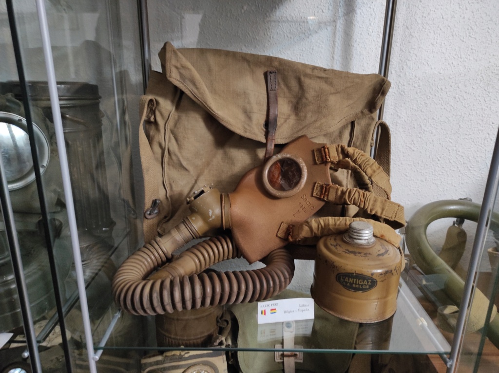 Des masques a gaz Img_2081