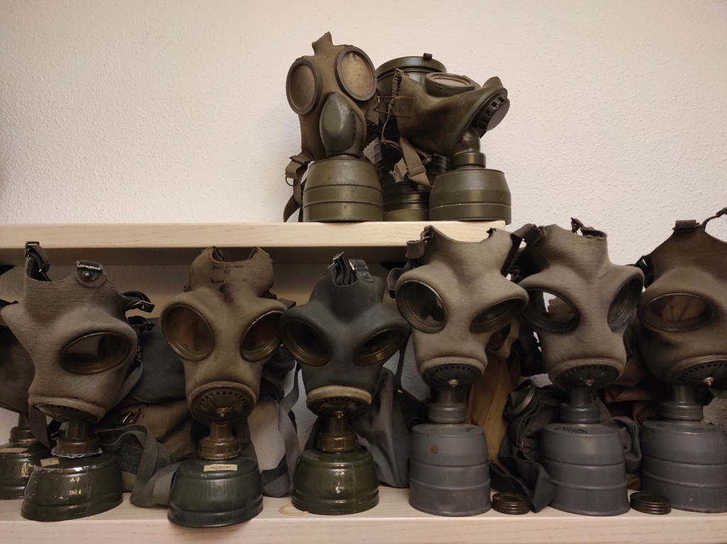 Des masques a gaz Img_2091