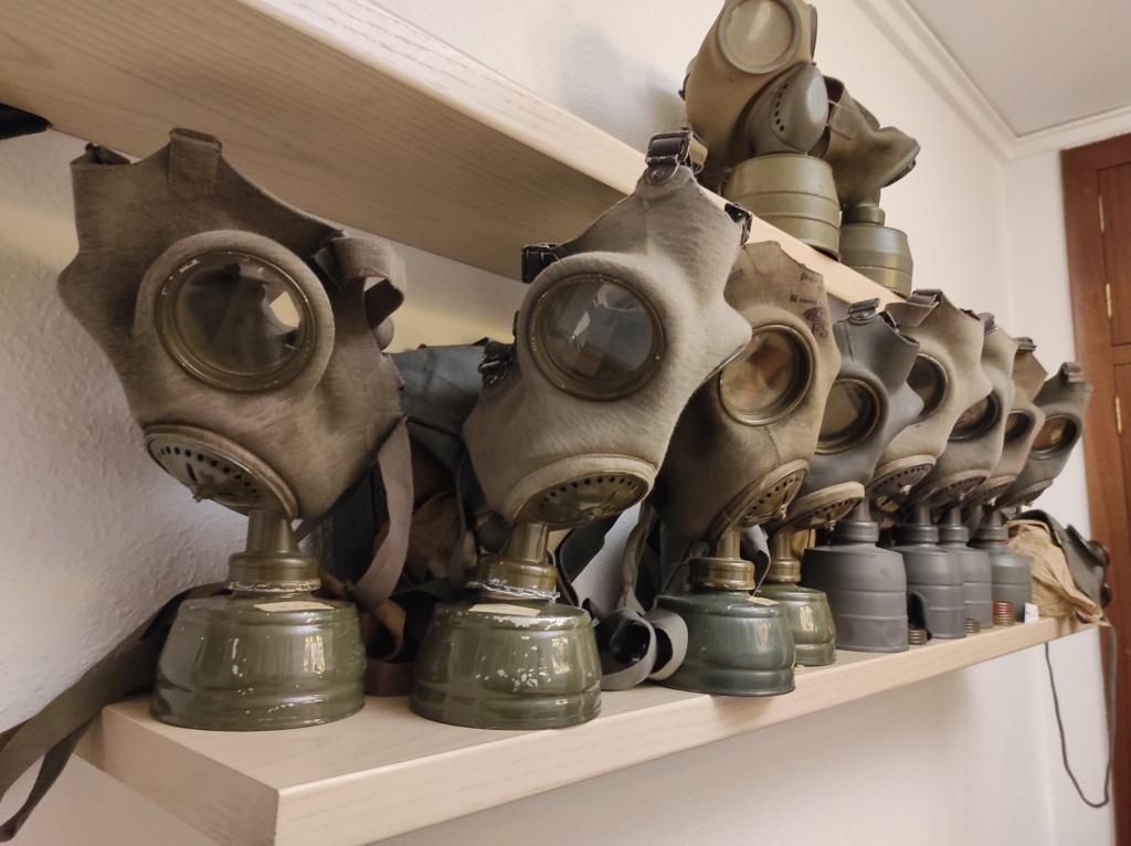 Des masques a gaz Img_2093