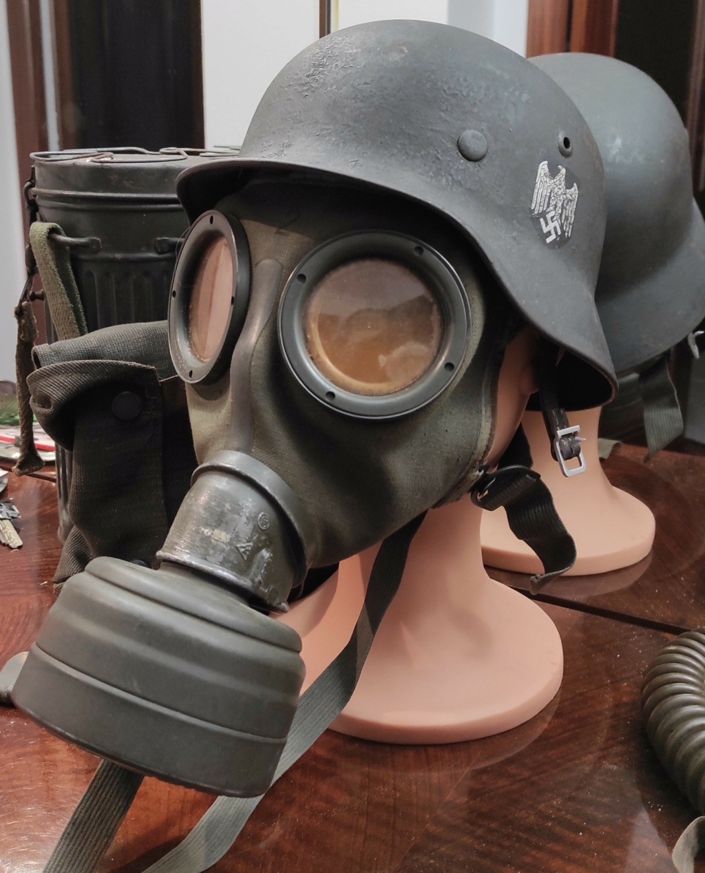 Des masques a gaz Img_2097