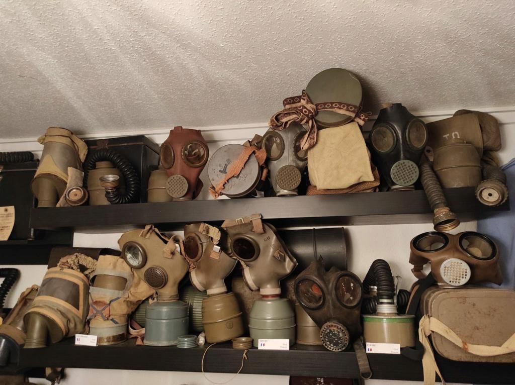 Des masques a gaz Whatsa16