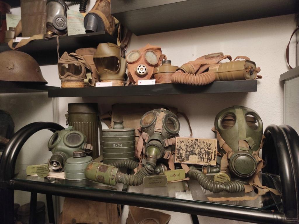Des masques a gaz Whatsa18