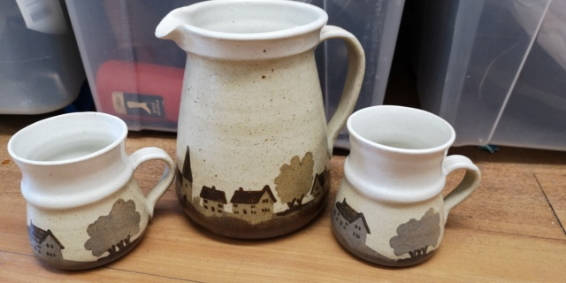 Landscape jug and mugs by Pauline Toynbee  Img_2050
