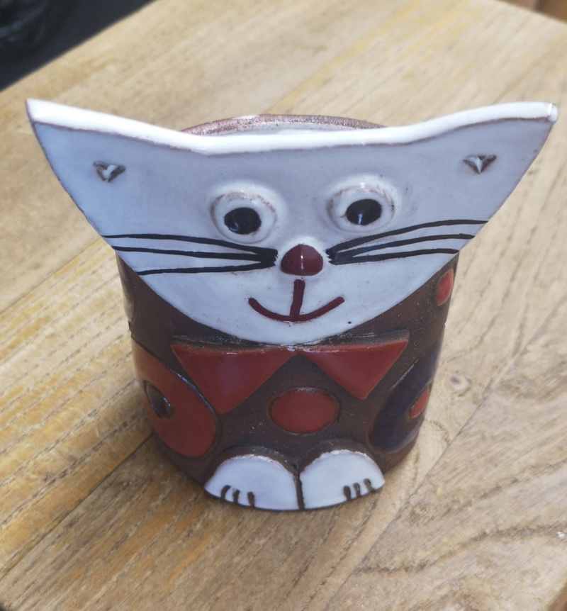 Happy cat pot Img_2090