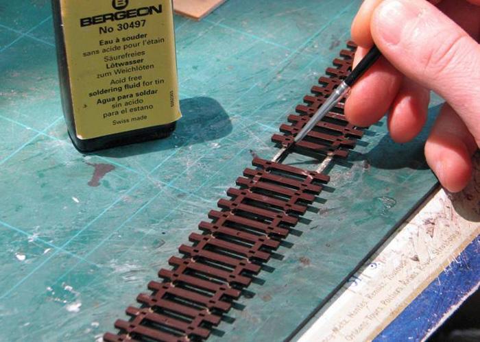 Soudure d'un fil d'alimentation sur un rail Soudur12