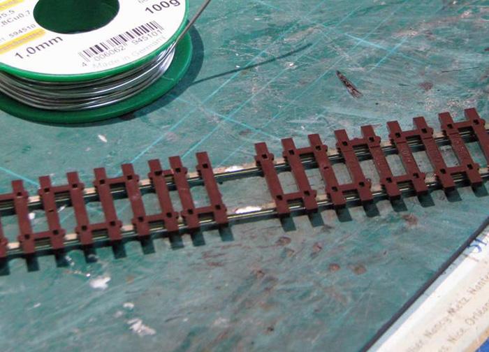 Soudure d'un fil d'alimentation sur un rail Soudur15