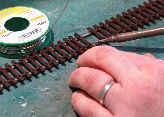 Soudure d'un fil d'alimentation sur un rail Soudur18