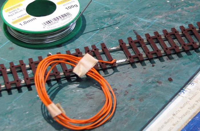 Soudure d'un fil d'alimentation sur un rail Soudur19