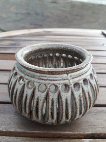 Shelf/ Tremaen style? Tealight/ potpourri? Unmarked 20200846