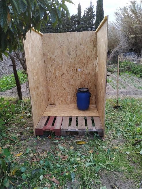 [hygiène]Fabriquer une toilette sèche - Page 4 Img_2012