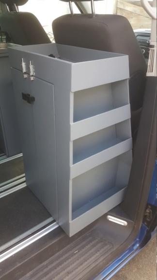 A vendre meuble fait maison à placer derrière siège passager 0213