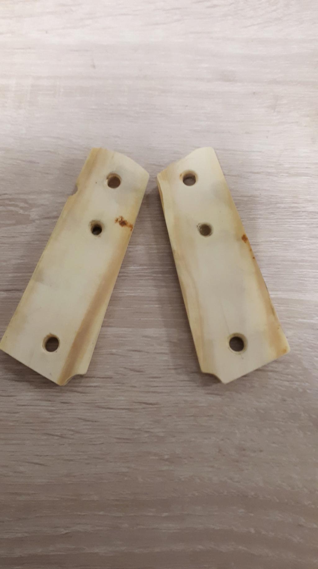 Plaquettes COLT ivoire d'avant 1975 74833010