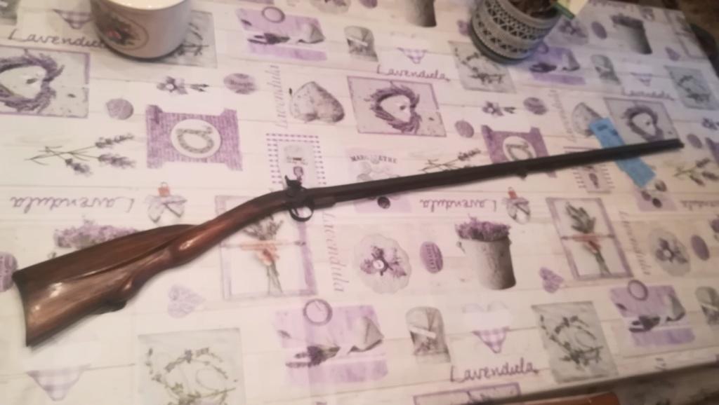 Poinçon sur petite carabine à piston Img_2100