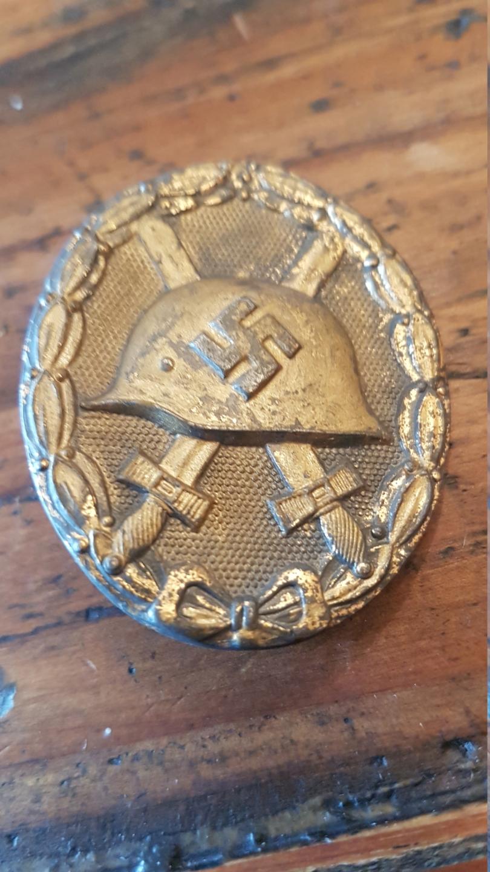 Badge blessé or 20200115