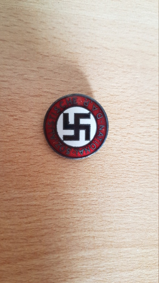 Authentification et estimation badge du NSDAP 20210818