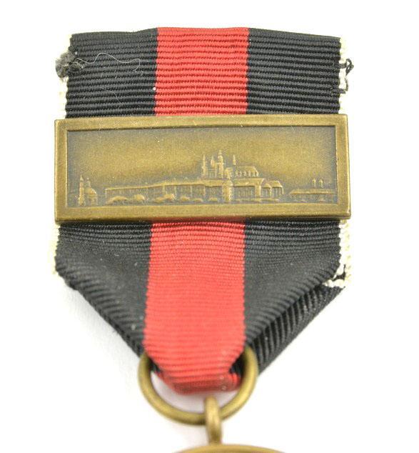 Médaille 1 October 1938 avec agrafe Prager Burg 60910d10