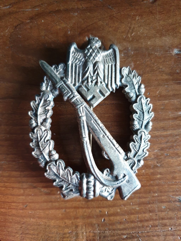 Authentification insigne blessés noir + argent + badge assaut + infanterie Mc_ea-10