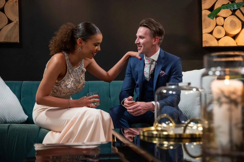 Bachelorette South Africa - Qiniso Van Damme - S/Caps - Media - Vids - NO Discussion - *Sleuthing Spoilers* 16147822