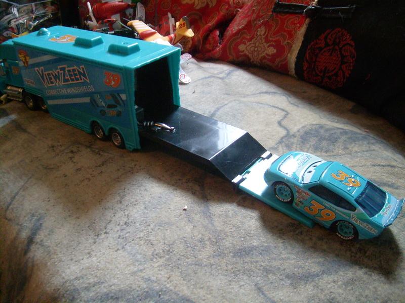 mes autres Cars 1 , 2 , 3 et Planes !!! toutes marques et matieres - Page 16 S7309485