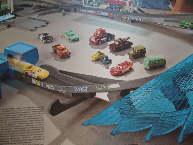 mes autres Cars 1 , 2 , 3 et Planes !!! toutes marques et matieres - Page 16 S7309783