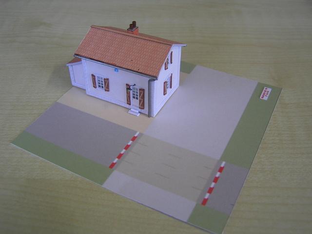 Quelques montages papier de batiments. P5090010
