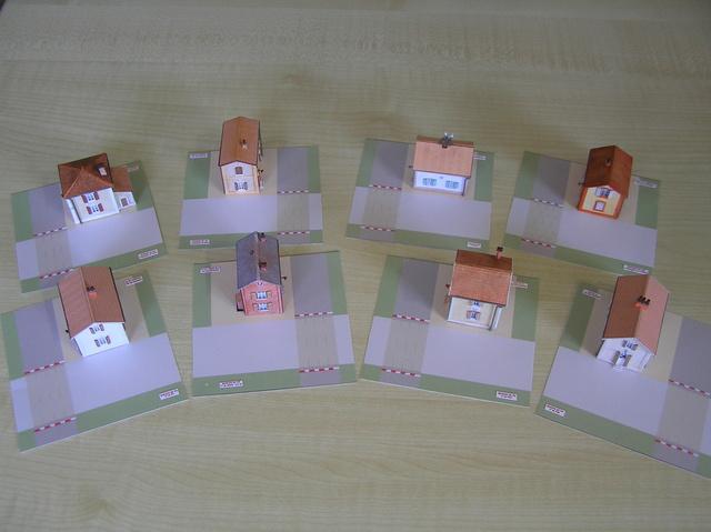 Quelques montages papier de batiments. P5090011