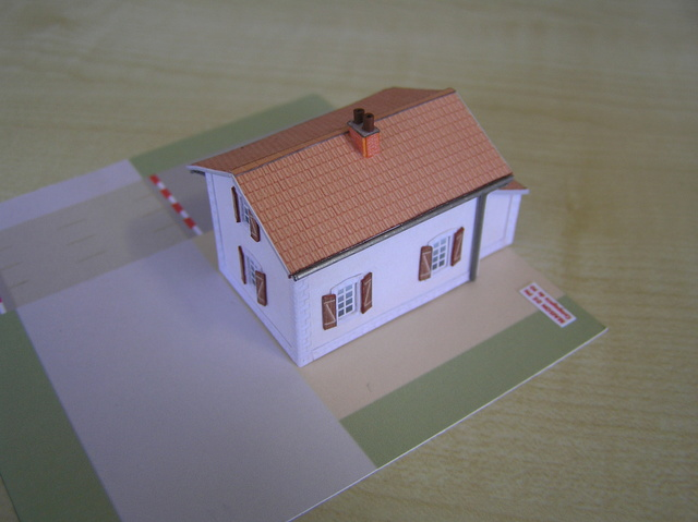 Quelques montages papier de batiments. P5090012