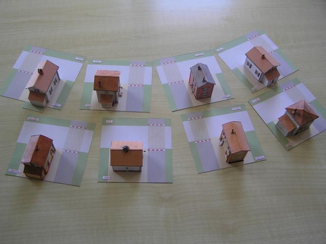 Quelques montages papier de batiments. P5090013