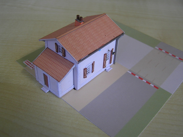 Quelques montages papier de batiments. P5090014