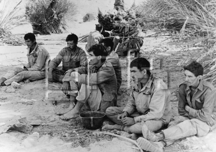 Photos - Guerre des Sables - 1963 - Page 8 1963_110