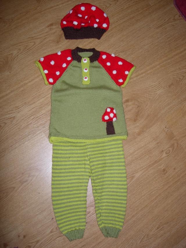 un ensemble tunique/caleçon/béret pour un bébé  L_ense10