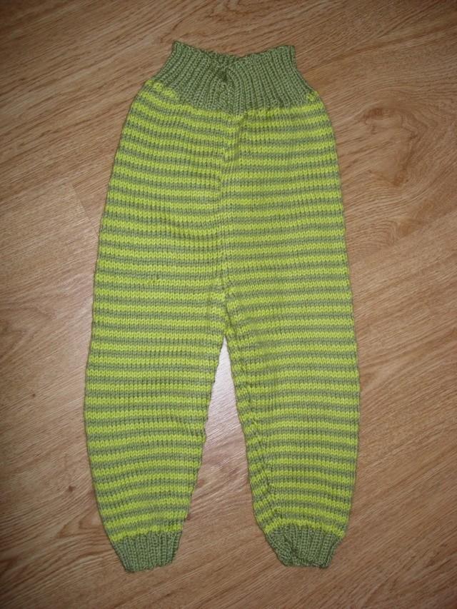 un ensemble tunique/caleçon/béret pour un bébé  Le_pan10