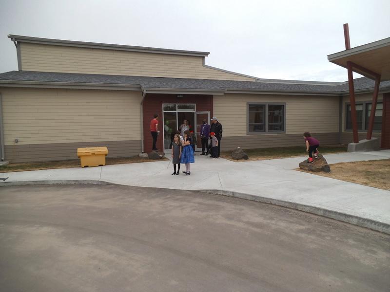 Cérémonie inauguration officielle nouvelle école.  Dscf2616