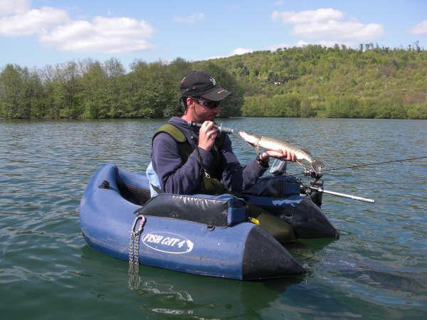 une belle sortie en float tube 42cm10