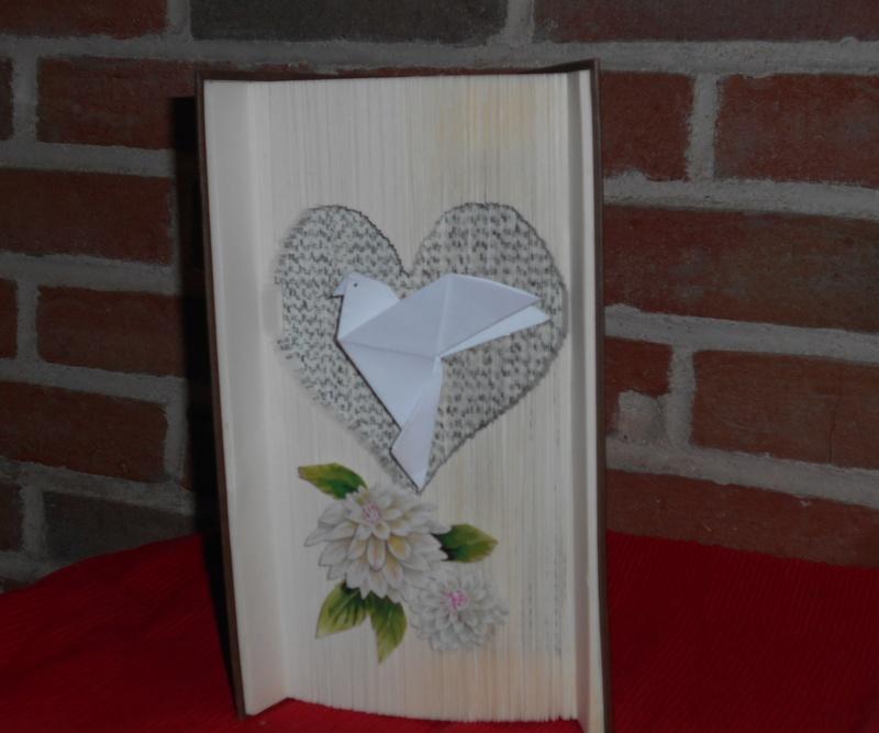 Pliage de livres - Page 4 Dscn0843