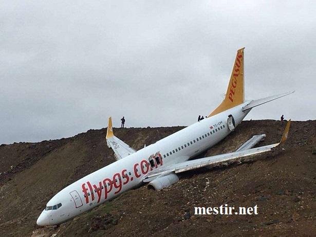 Turquie : un Boeing achève son atterrissage sur une falaise de la mer Noire Aauee410