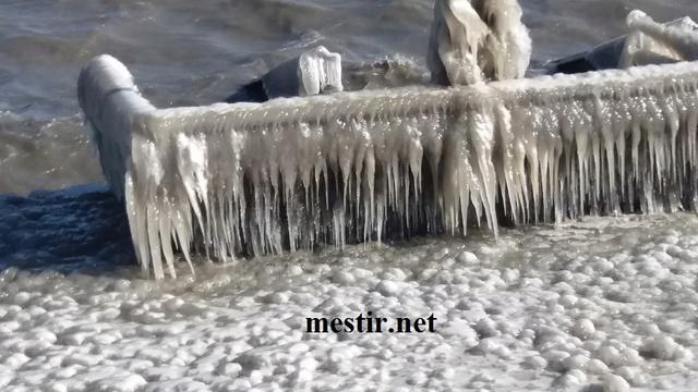 Des paysages de glace autour du lac Thel10